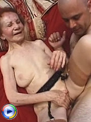 Petite granny enjoying a nice fingercuffing