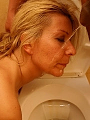 Mature slut fucking hard in toilet