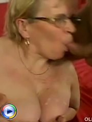 Lustful dude drilling slutty mature babe in her butt