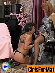 Appalling mature babe is on prowl for young pussy to drill it with strap-on