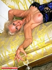 Sweet wench licking old hairy pussy