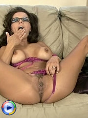 Sweet mature in bra gives blowjob and gets fucked