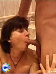 Lustful young hunk sinks his cock deep into fat mature pussy in the bath