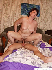 Mature woman with sexy round ass getting licked and fucked by a less experienced guy