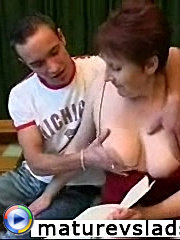 Neighbor?s wife invited lad to her place and used the situation to have some fun with her young lover