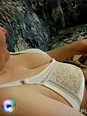 Chunky granny has a nice little wank