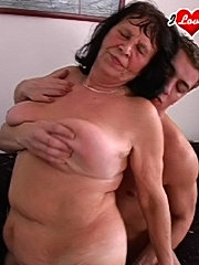 Mature granny really enjoys a mouth full of cock