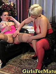 Steaming hot mom showing young cutie her skills while dildoing yummy pussy